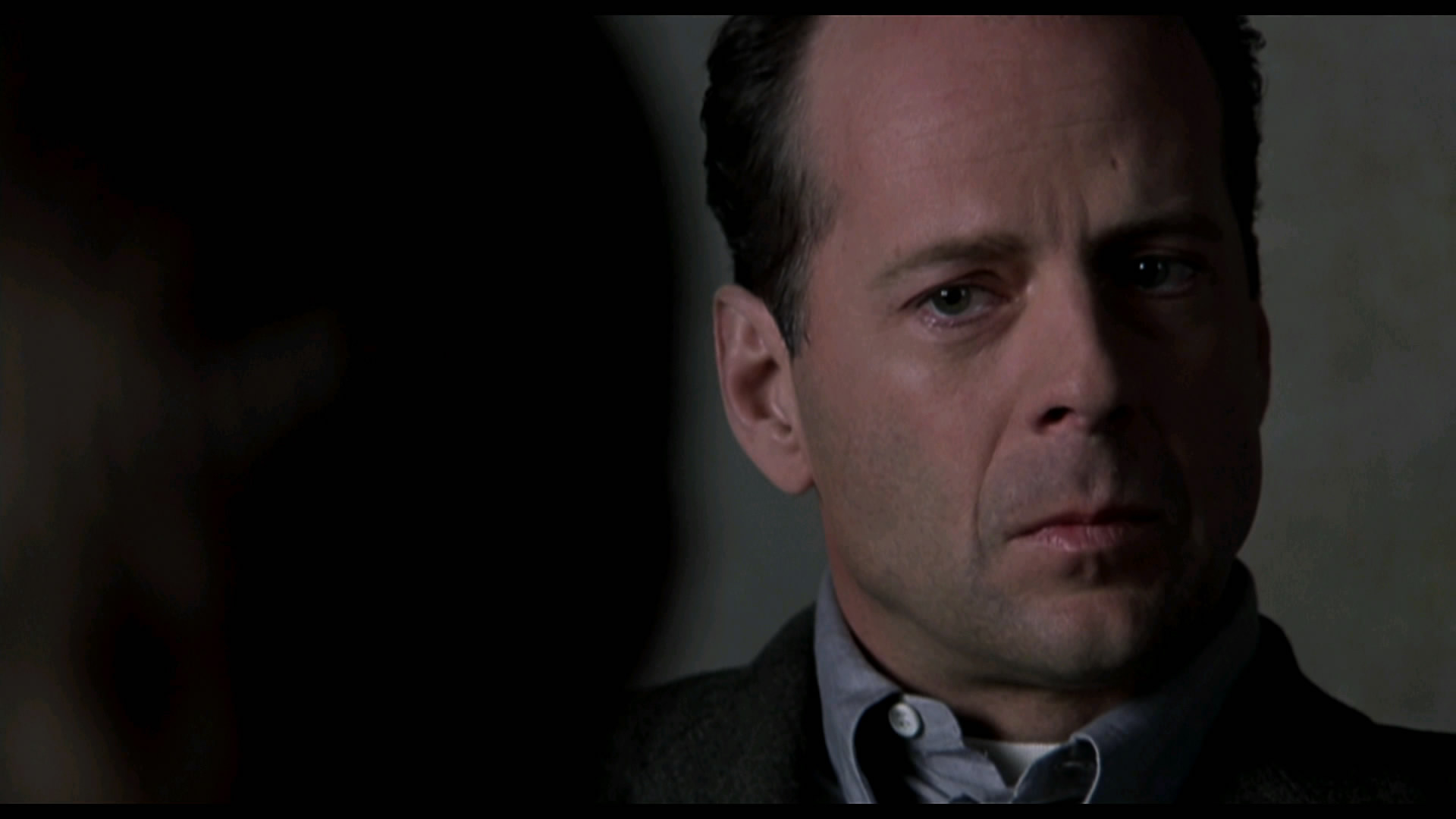 "review ""the sixth sense"" the viewer s commentary shyamalan"