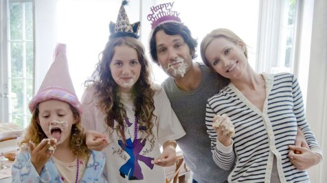 This is 40 - Iris and Maude Apatow, Paul Rudd, Leslie Mann
