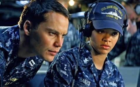 Battleship - Taylor Kitsch and Rihanna working hard to look like intelligent people