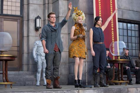 The Hunger Games - Catching Fire - Josh Hutcherson, Elizabeth Banks, Jennifer Lawrence