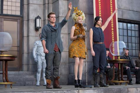 The Hunger Games - Catching Fire - Josh Hutcherson, Elizabeth Banks, Jennifer Lawrence