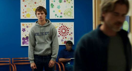 The Fault in Our Stars - Ansel Elgort, Sam Trammell (foreground)