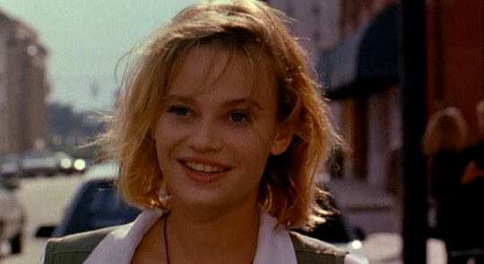 Super Mario Bros. - Samantha Mathis