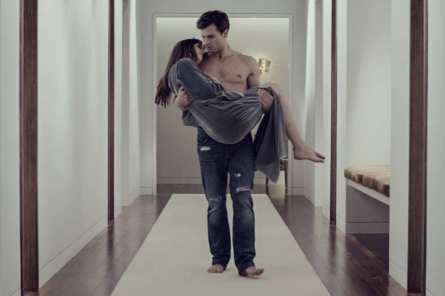 Fifty Shades of Grey - Jamie Dornan, Dakota Johnson (carrying)