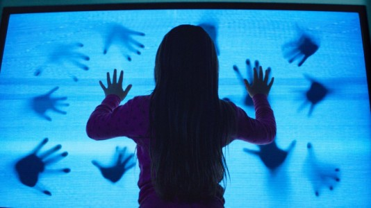 Poltergeist (2015) - They're here...