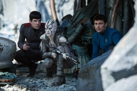 Star Trek Beyond - Zachary Quinto, Sofia Boutella, Karl Urban