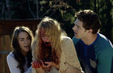 Cabin Fever (2016) - Nadine Crocker, Gage Golightly, Samuel Davis
