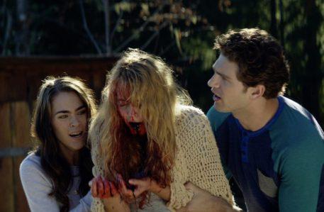 Cabin Fever (2016) - Nadine Crocker, Gage Golightly, Samuel Davis