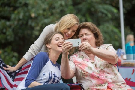 Mother's Day - Sarah Chalke, Kate Hudson, Margo Martindale